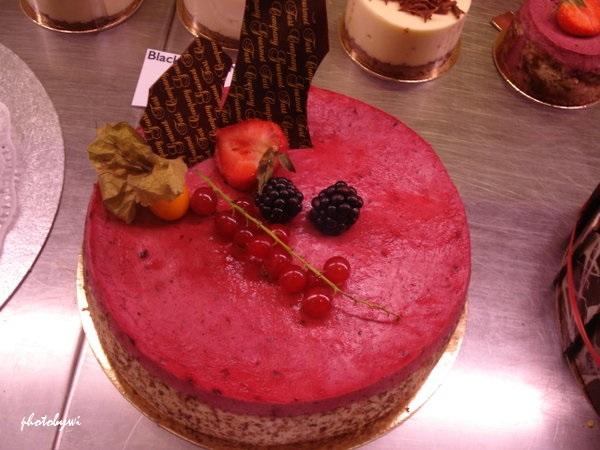 deep pink-topped cake