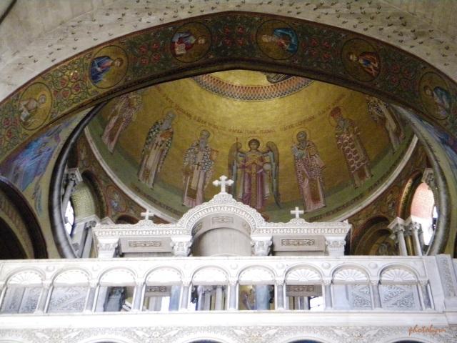 inside holy sephulchre church