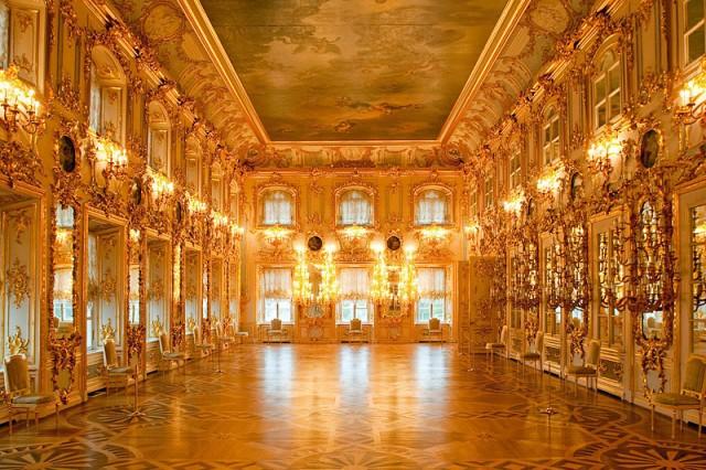 ballroom-at-the-grand-palace-in-peterhof